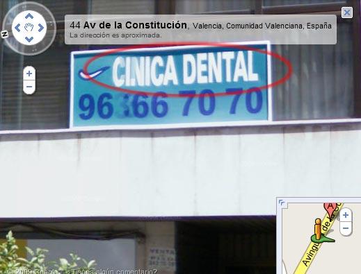 'CINICA DENTAL', letrero en una fachada (imagen de Google Street View)