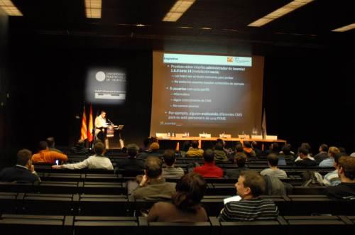 Imagen de los asistentes durante la ponencia
